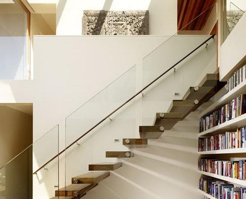 Фото 50 Плоские балясины из стекла пример лестницы.